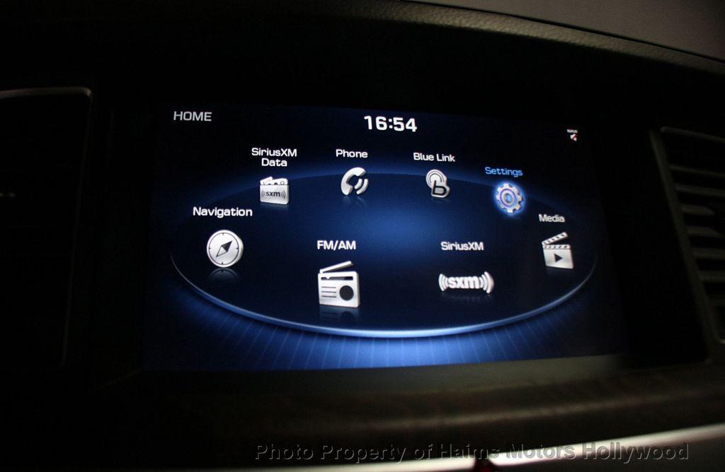 2015 Hyundai Genesis Base Trim - 17521492 - 31