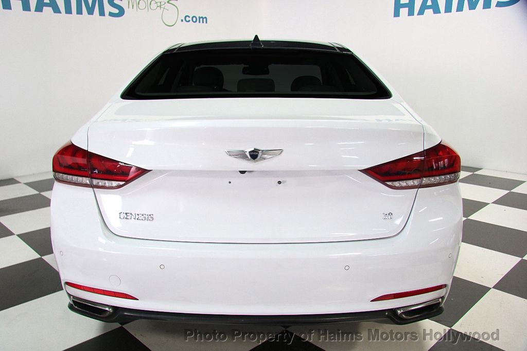 2015 Hyundai Genesis Base Trim - 17521492 - 4