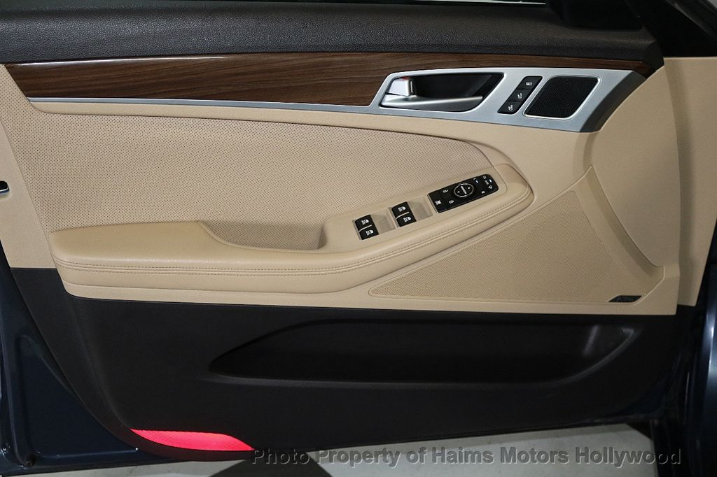 2015 Hyundai Genesis Base Trim - 18147493 - 10