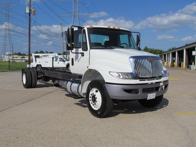 2015 International 4300 Cab Chassis - 14307324 - 1