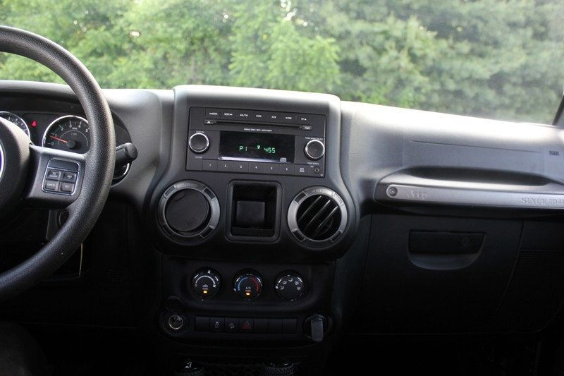 2015 Jeep Wrangler 4WD 2dr Sport - 18917777 - 23
