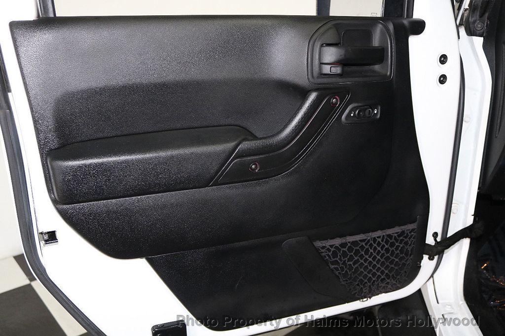 2015 Jeep Wrangler Unlimited Sport - 17793771 - 25