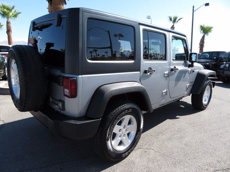 2015 Jeep WRANGLER UNLIMITED SPORT C 4X4 - 16831782 - 4