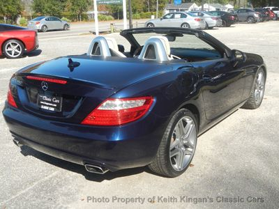 2015 Mercedes-Benz SLK w/NAVIGATION & PANO ROOF - Click to see full-size photo viewer