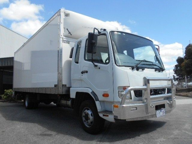2015 Mitsubishi Fighter pantech 4x2 - 18653990 - 0