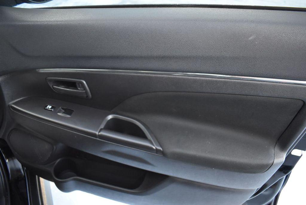 2015 Mitsubishi Outlander Sport 2WD 4dr CVT 2.4 ES - 18290860 - 24