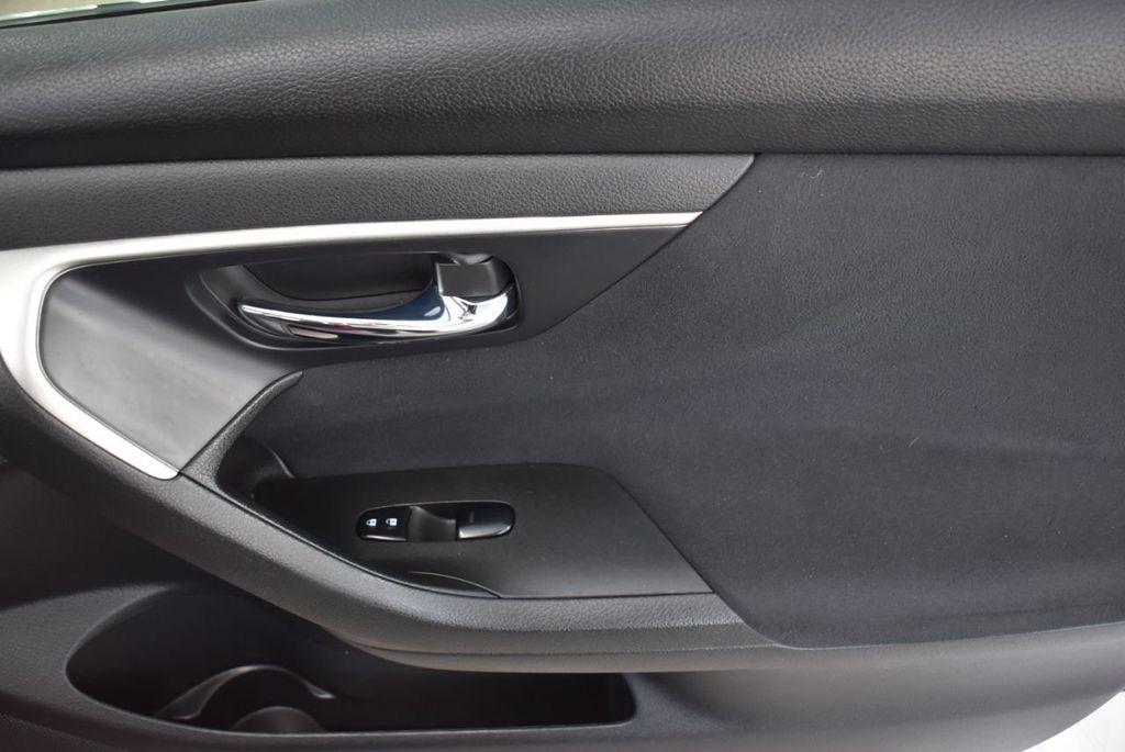2015 Nissan Altima  - 18592296 - 17