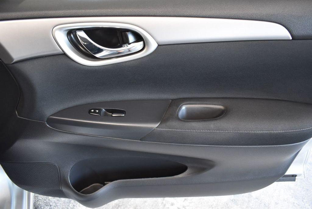 2015 Nissan Sentra S - 18319323 - 23