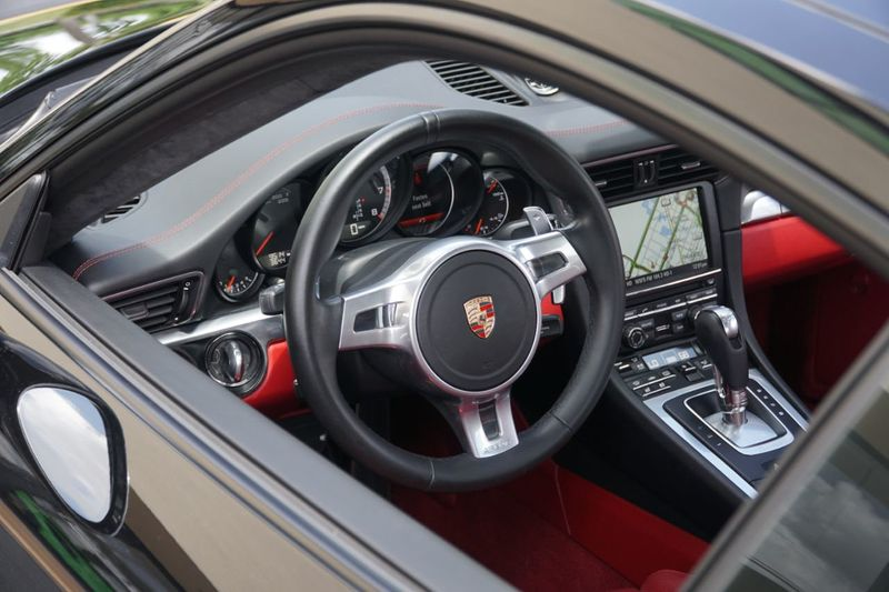 2015 Porsche 911 2dr Coupe Turbo - Click to see full-size photo viewer