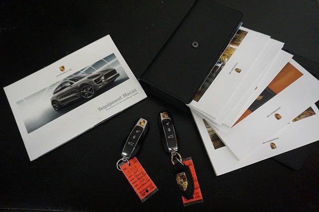 2015 Porsche Macan AWD 4dr Turbo - 17760311 - 28