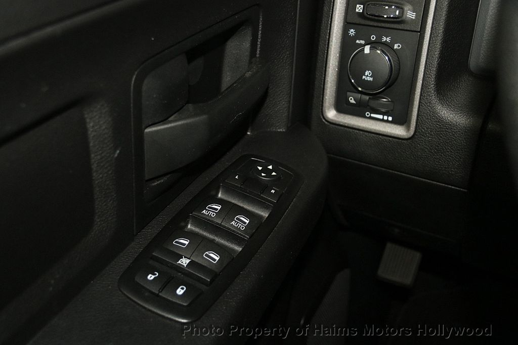 """2015 Ram 1500 2WD Quad Cab 140.5"""" Express - 17160508 - 23"""