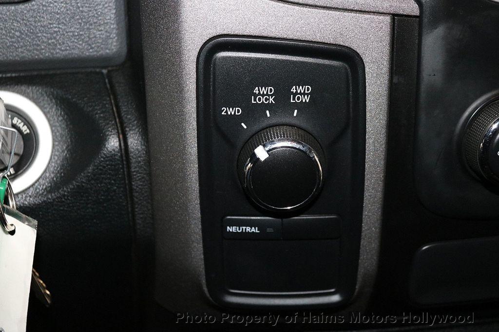 """2015 Ram 1500 4WD Crew Cab 140.5"""" Express - 18382897 - 22"""