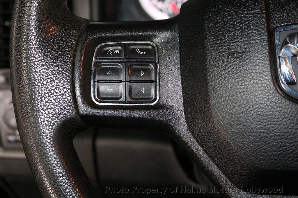"""2015 Ram 1500 4WD Crew Cab 140.5"""" Express - 18382897 - 24"""