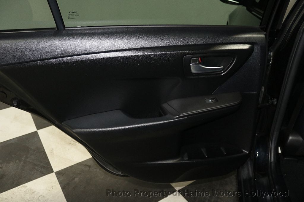 2015 Toyota Camry  - 17961625 - 9