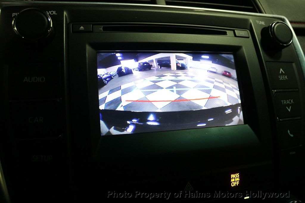 2015 Toyota Camry  - 17961625 - 27