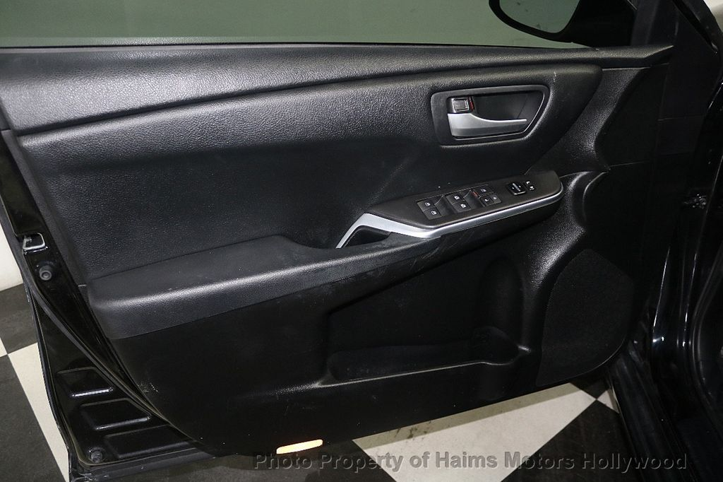 2015 Toyota Camry  - 17961625 - 8