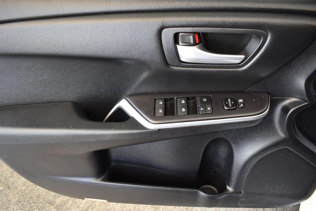 2015 Toyota Camry 4dr Sedan I4 Automatic LE - 18070726 - 13