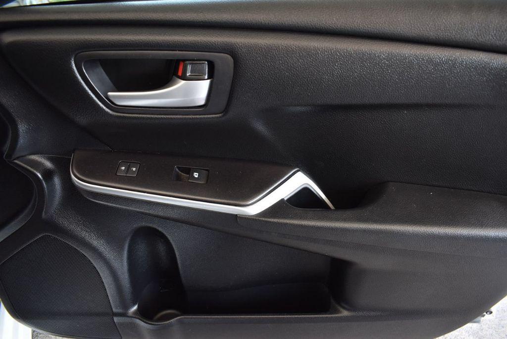 2015 Toyota Camry 4dr Sedan I4 Automatic LE - 18070726 - 23