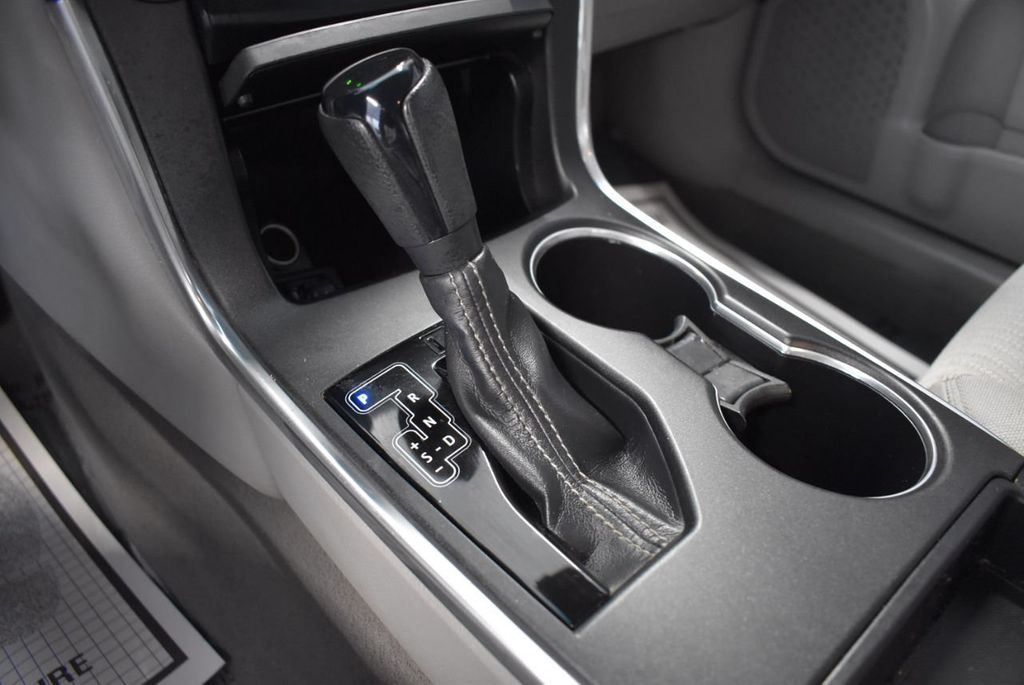 2015 Toyota Camry 4dr Sedan I4 Automatic LE - 18319318 - 16