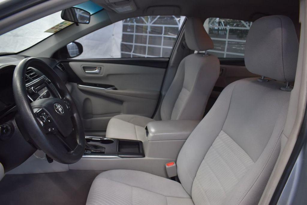 2015 Toyota Camry 4dr Sedan I4 Automatic LE - 18319318 - 17