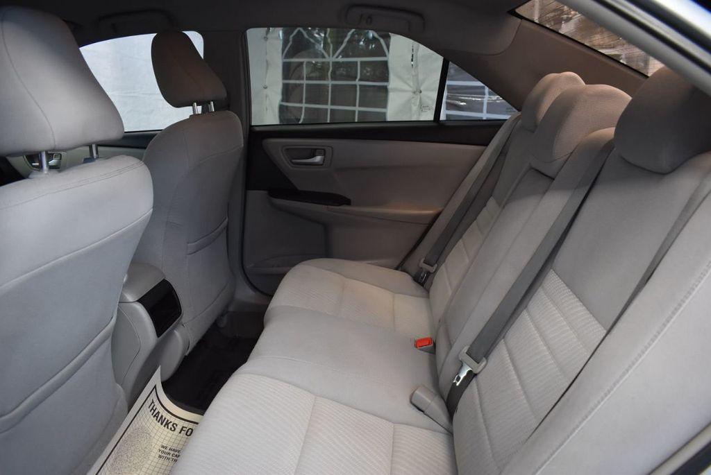 2015 Toyota Camry 4dr Sedan I4 Automatic LE - 18319318 - 19