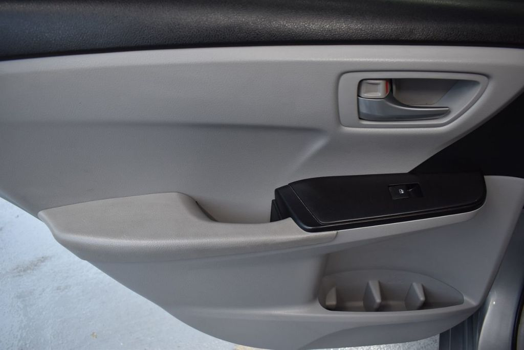 2015 Toyota Camry 4dr Sedan I4 Automatic LE - 18319318 - 20