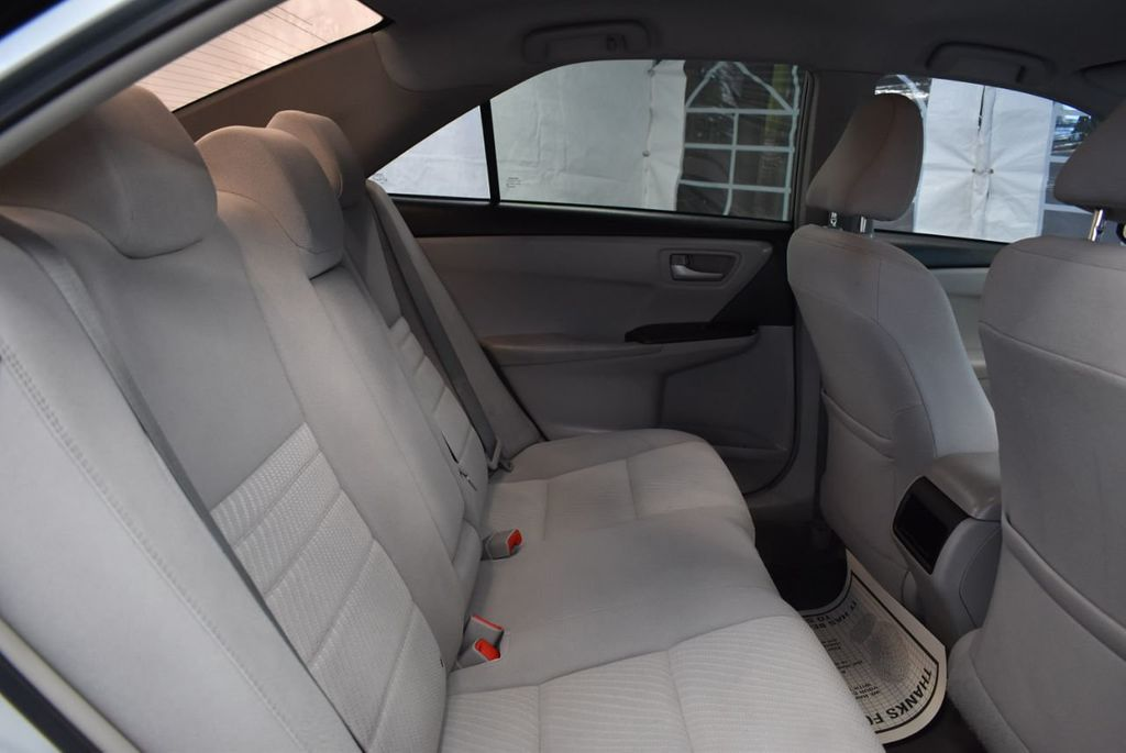 2015 Toyota Camry 4dr Sedan I4 Automatic LE - 18319318 - 21