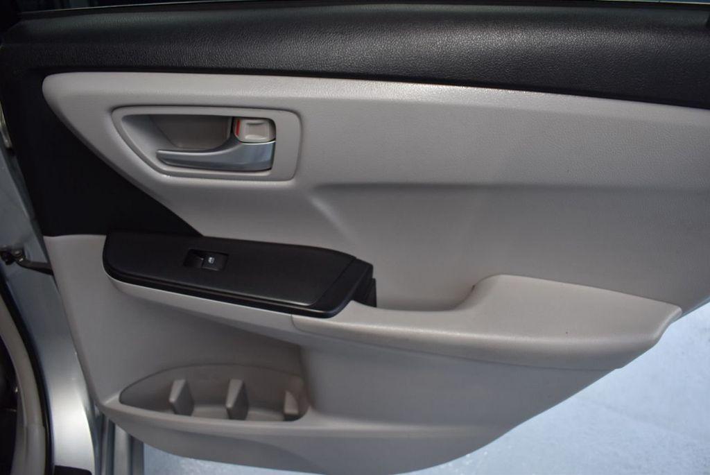 2015 Toyota Camry 4dr Sedan I4 Automatic LE - 18319318 - 22