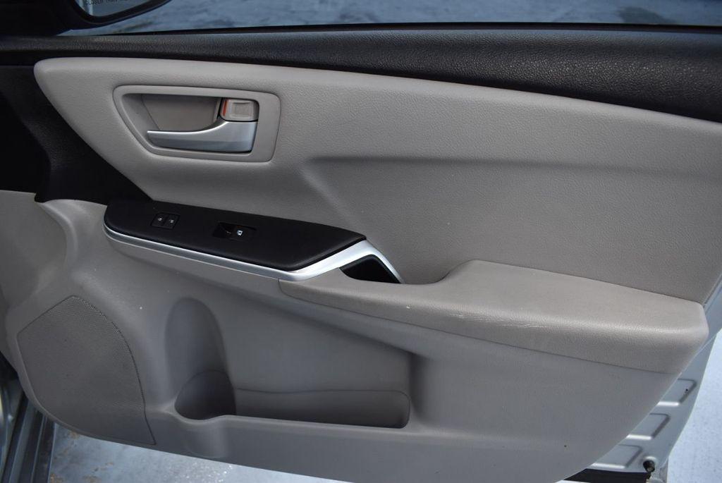 2015 Toyota Camry 4dr Sedan I4 Automatic LE - 18319318 - 23