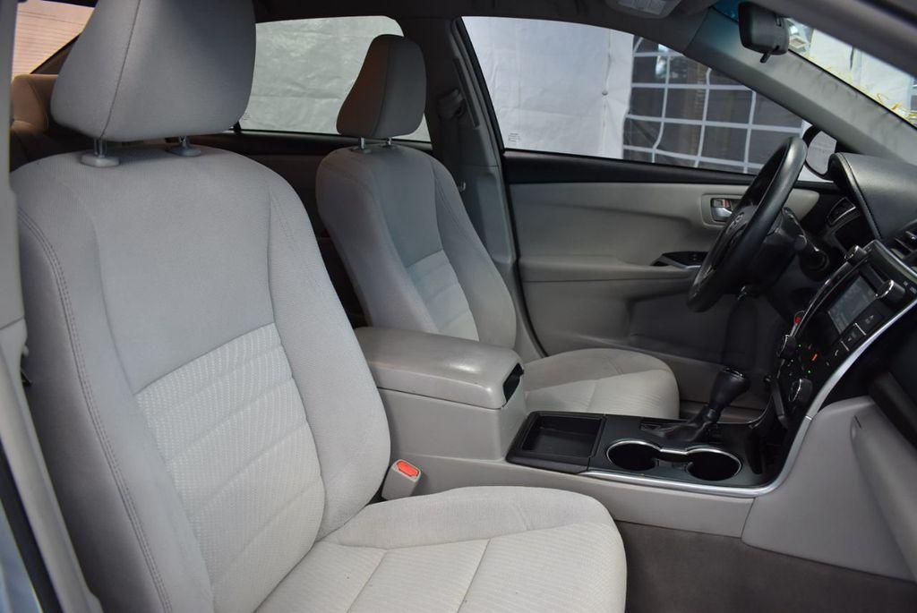 2015 Toyota Camry 4dr Sedan I4 Automatic LE - 18319318 - 24