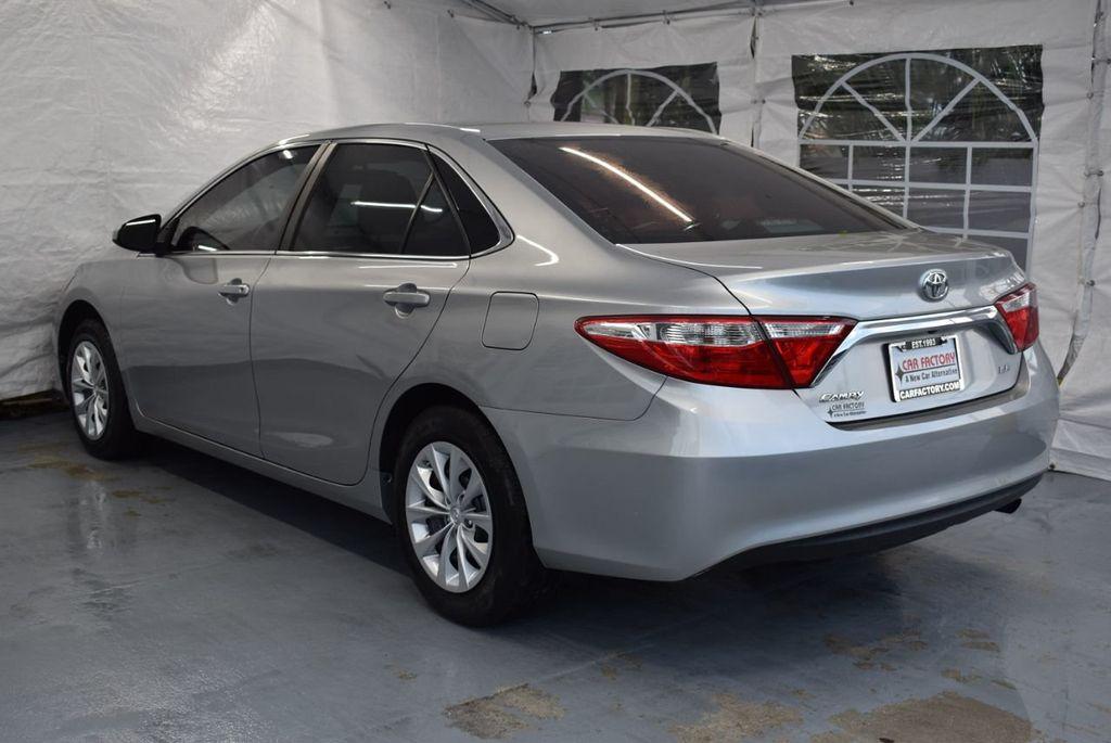 2015 Toyota Camry 4dr Sedan I4 Automatic LE - 18319318 - 5