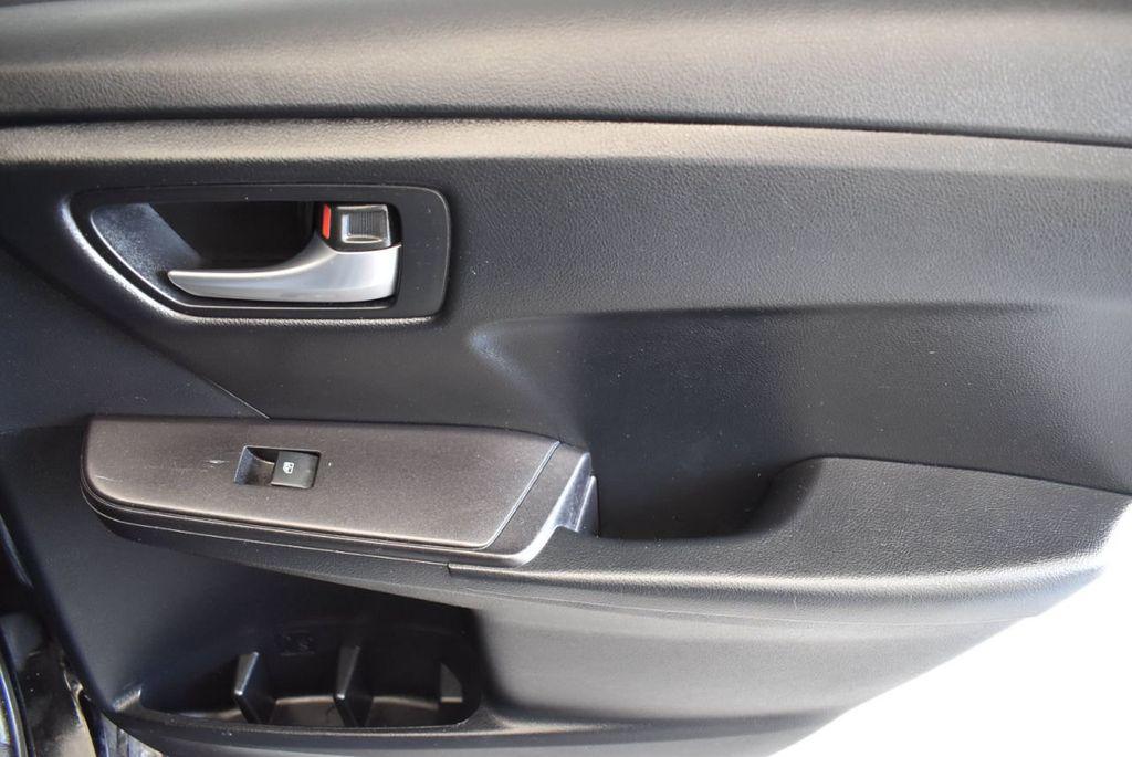 2015 Toyota Camry 4dr Sedan I4 Automatic SE - 17958523 - 23