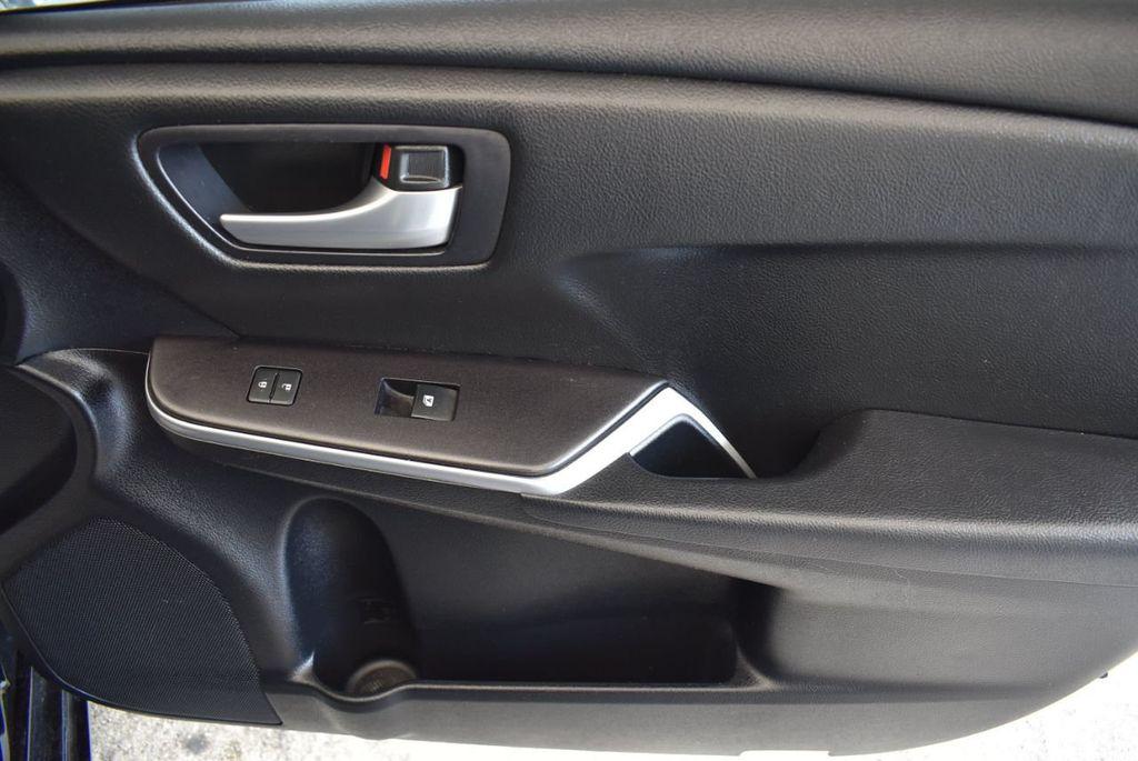 2015 Toyota Camry 4dr Sedan I4 Automatic SE - 17958523 - 25