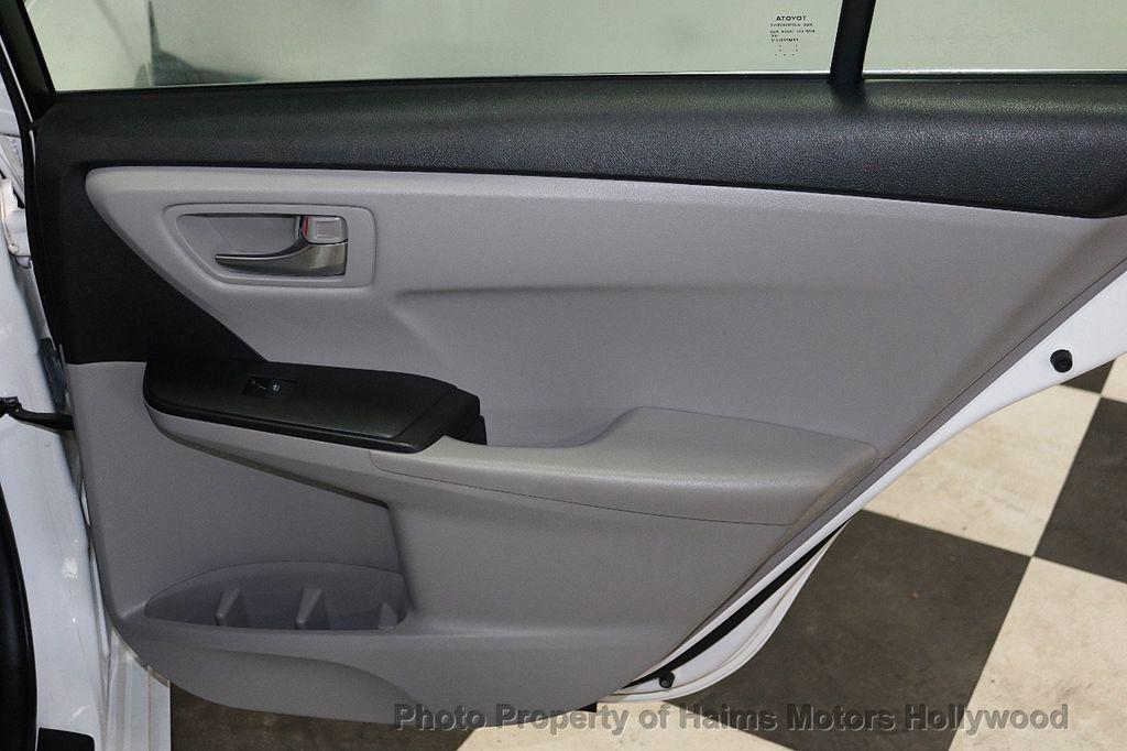 2015 Toyota Camry 4dr Sedan I4 Automatic SE - 18159606 - 11