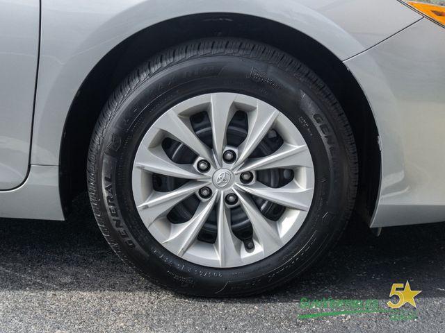2015 Toyota Camry Hybrid 4dr Sedan LE - 18489930 - 10