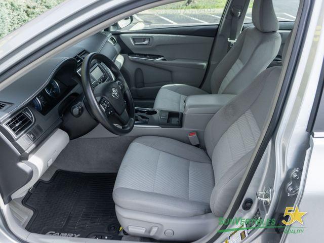 2015 Toyota Camry Hybrid 4dr Sedan LE - 18489930 - 13