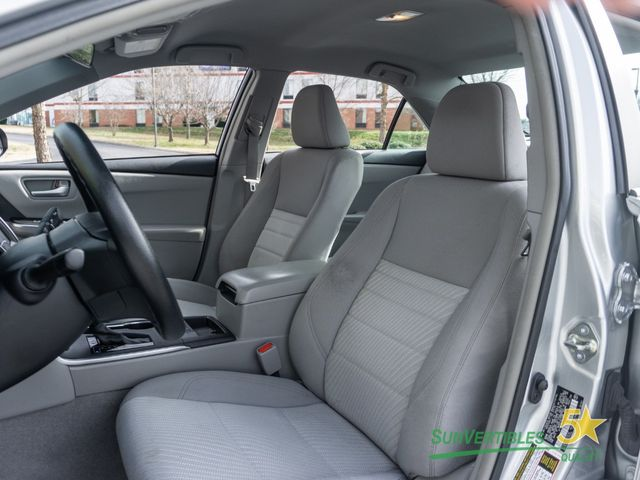 2015 Toyota Camry Hybrid 4dr Sedan LE - 18489930 - 14