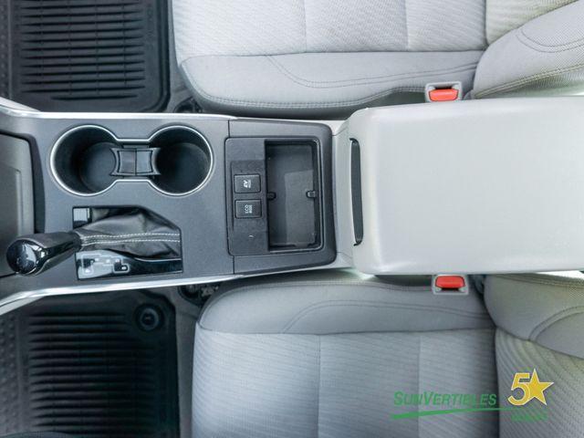 2015 Toyota Camry Hybrid 4dr Sedan LE - 18489930 - 24