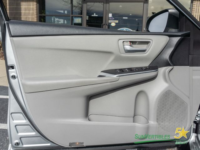 2015 Toyota Camry Hybrid 4dr Sedan LE - 18489930 - 25
