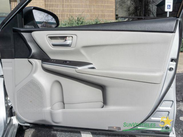2015 Toyota Camry Hybrid 4dr Sedan LE - 18489930 - 29