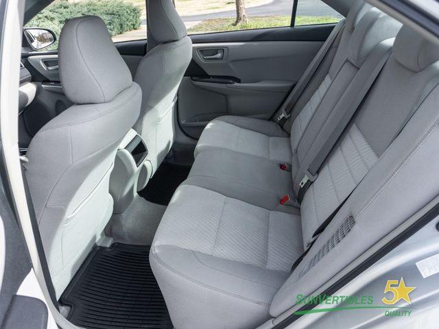 2015 Toyota Camry Hybrid 4dr Sedan LE - 18489930 - 31