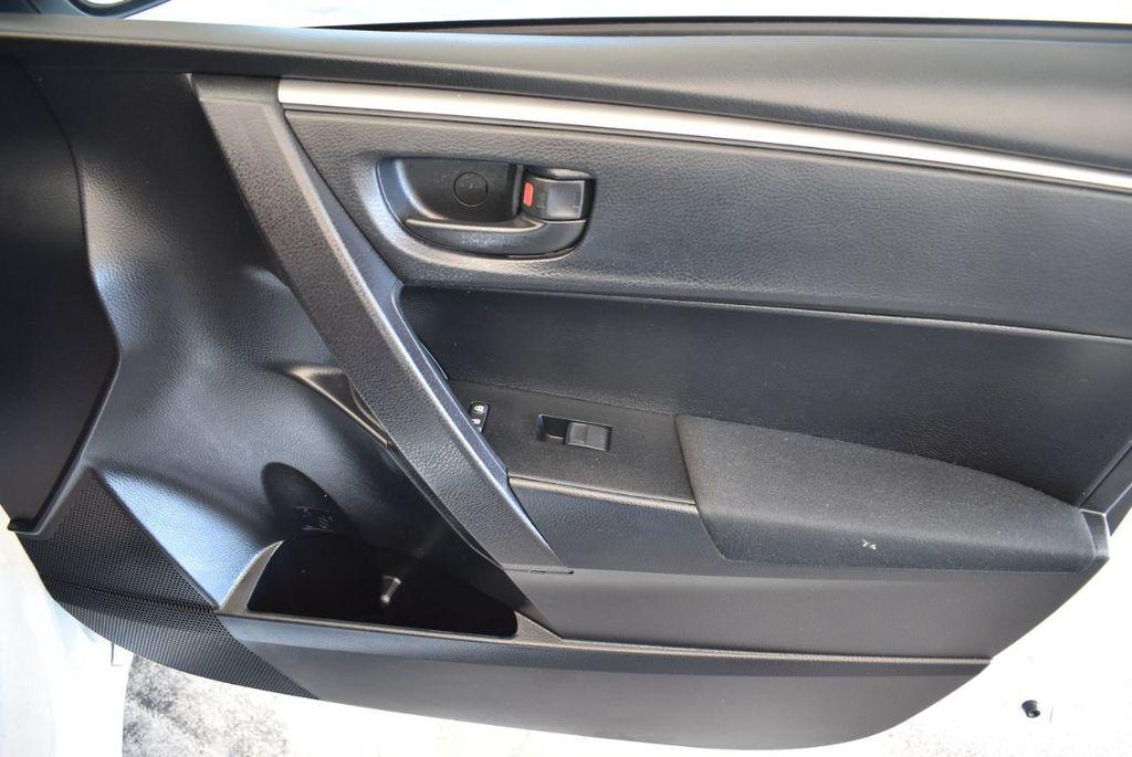2015 Toyota Corolla 4dr Sedan Manual L - 18166467 - 24