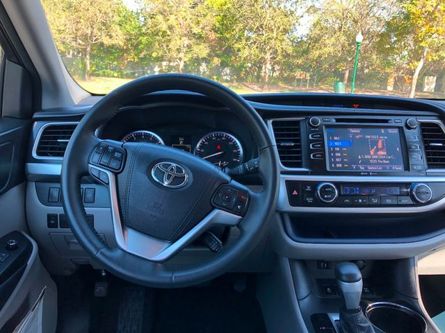 2015 Toyota Highlander AWD 4dr V6 XLE - Click to see full-size photo viewer