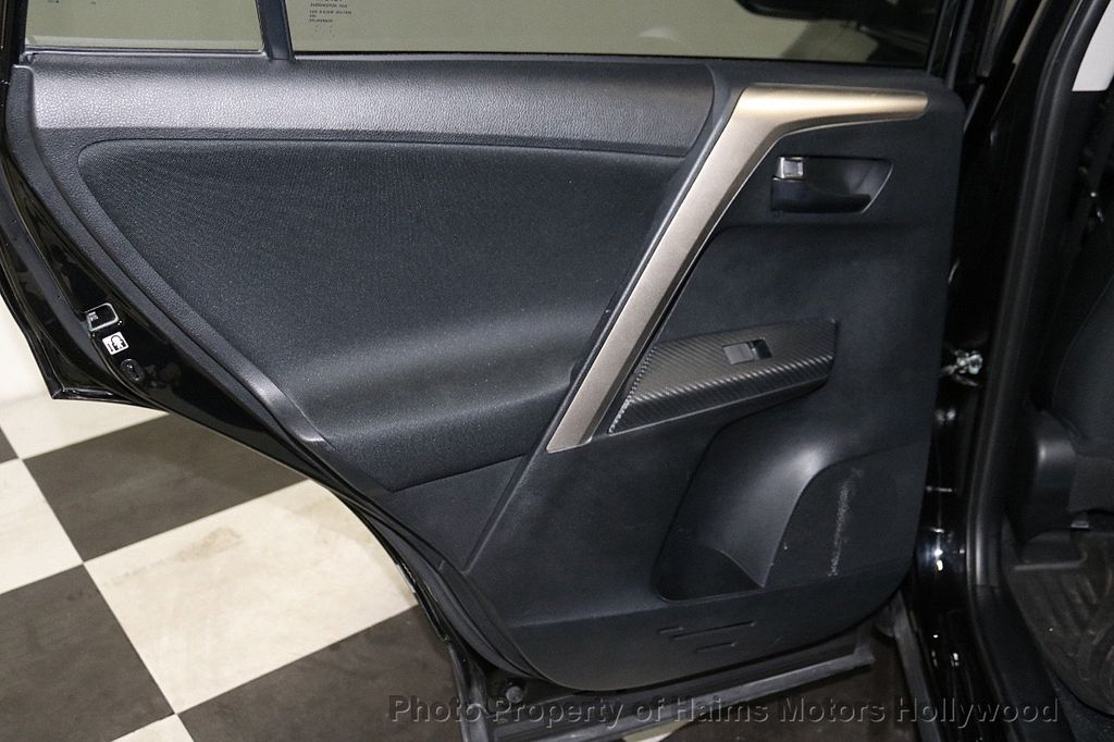 2015 Toyota RAV4 FWD 4dr LE - 18455267 - 10