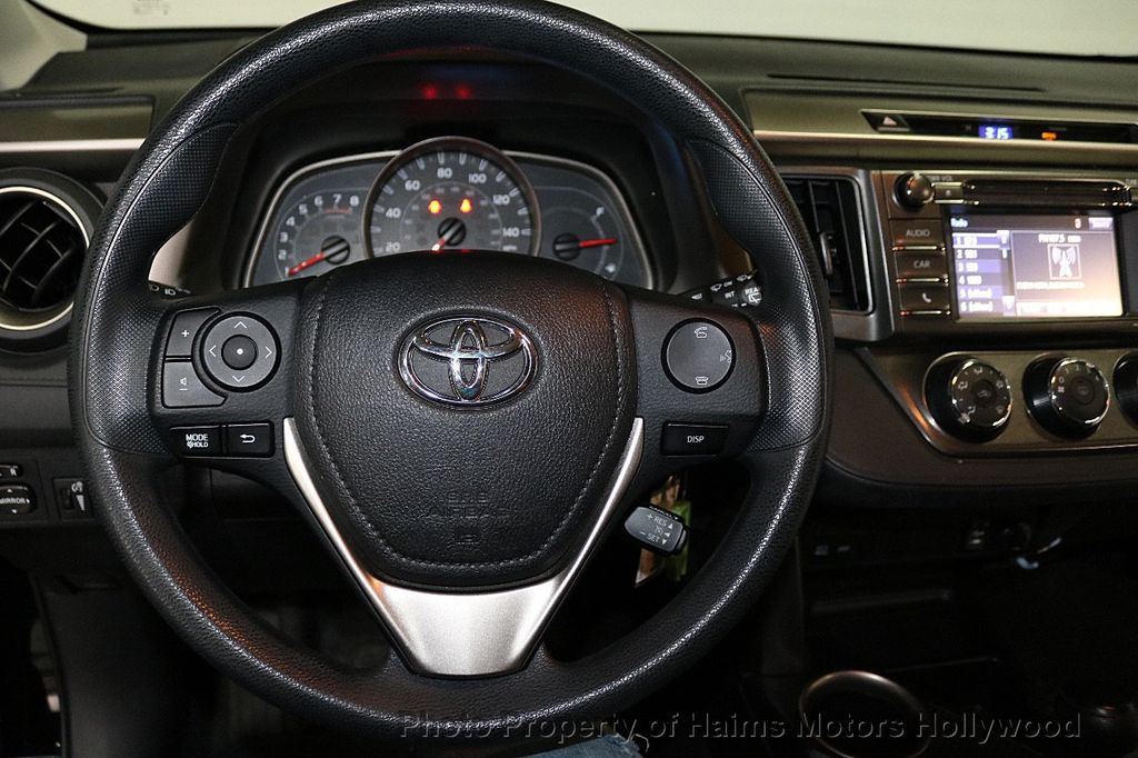 2015 Toyota RAV4 FWD 4dr LE - 18455267 - 24