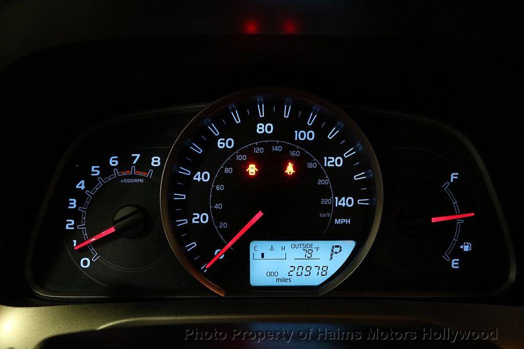 2015 Toyota RAV4 FWD 4dr LE - 18455267 - 25