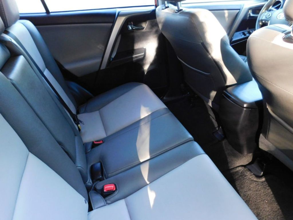 Toyota RAV4 Owners Manual: Console box
