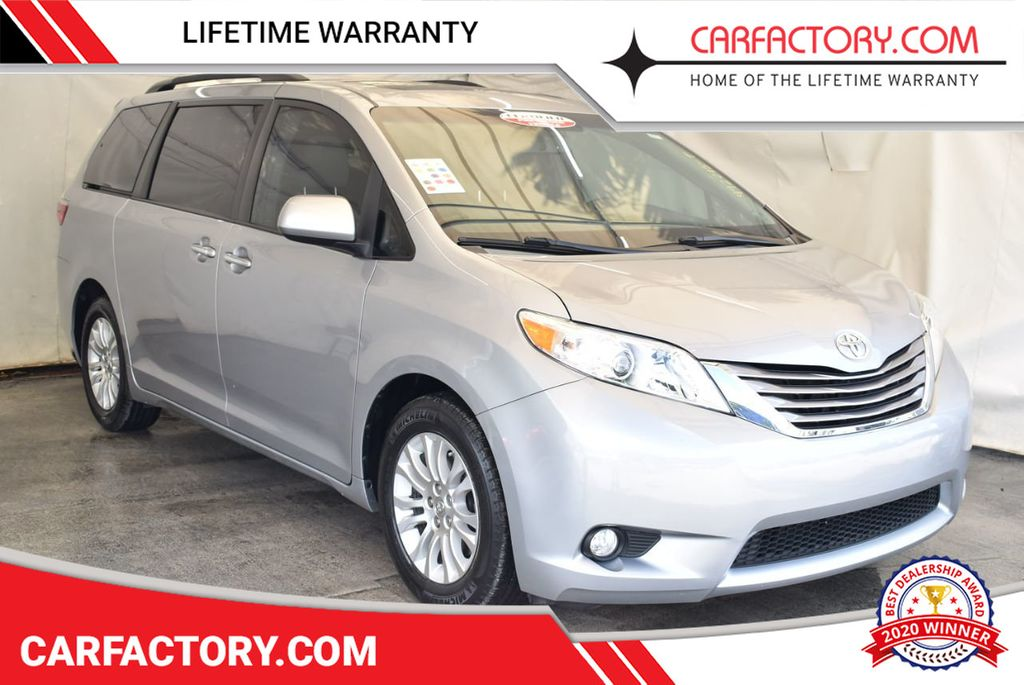 2015 Toyota Sienna 5dr 7-Passenger Van LE AAS FWD - 18037984 - 0