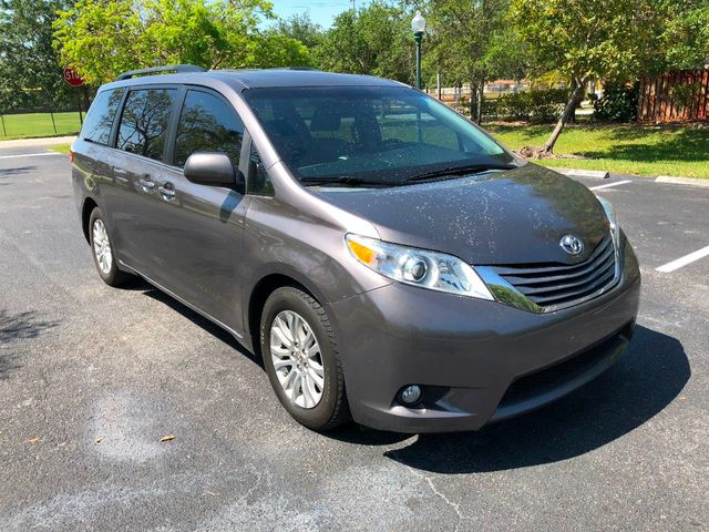 2015 Toyota Sienna 5dr 8-Passenger Van XLE FWD - Click to see full-size photo viewer