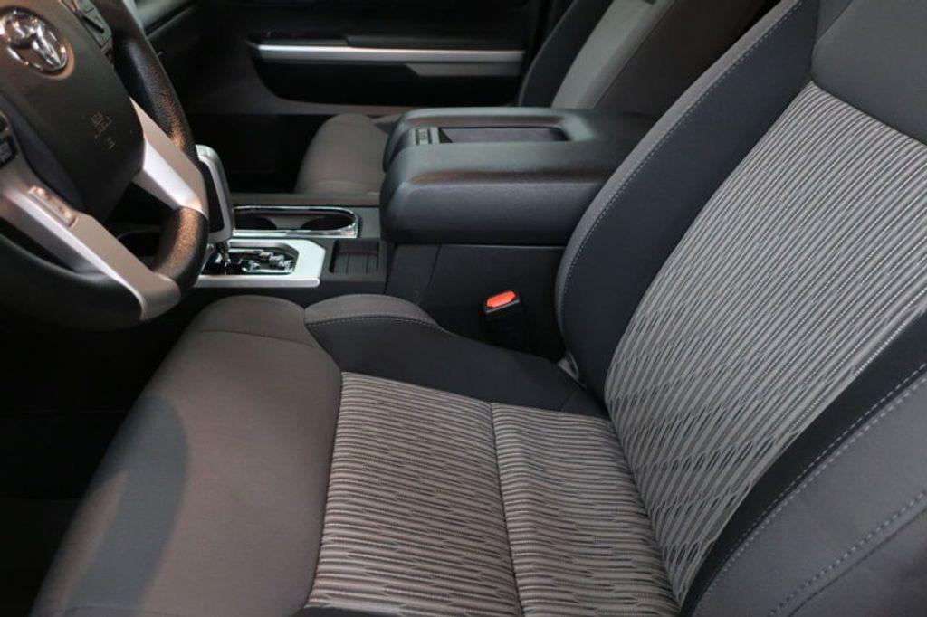 2015 Toyota Tundra 4WD TRUC CREW 4WD FFV V8 5. - 17082748 - 19